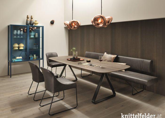 Knittelfelder_Haas_Bank_Remo_Tisch_TE675_Stuhl_S64